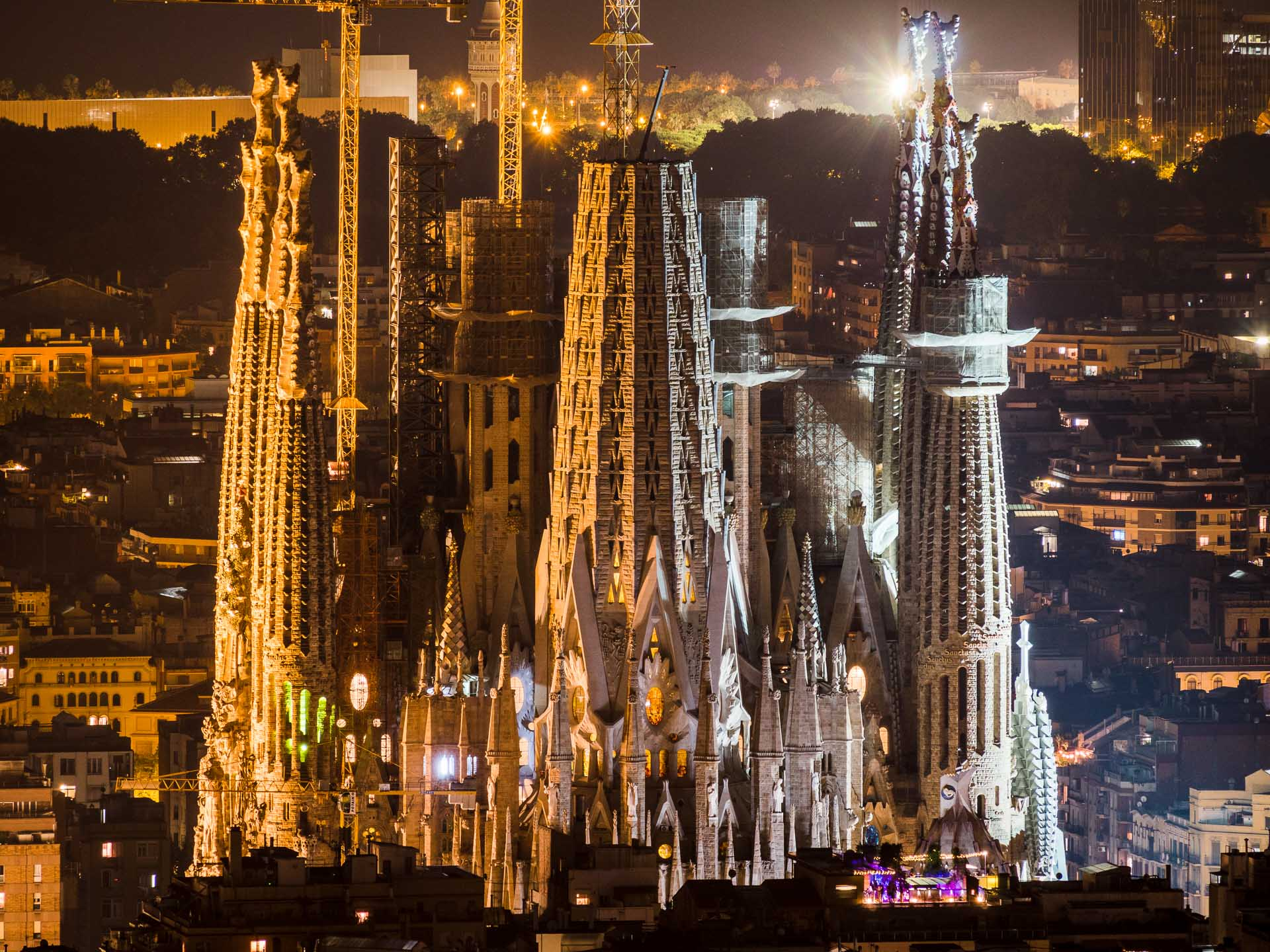 sagrada famalia at night